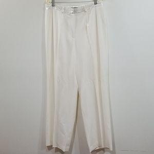Larry Levine woman stretch winter white dress pant